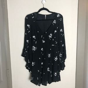 Free People black/ white bell sleeve dress size 6